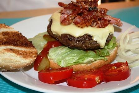 amerikanische hot dog und cheese burger mit bacon selbst gemacht everyday. Black Bedroom Furniture Sets. Home Design Ideas